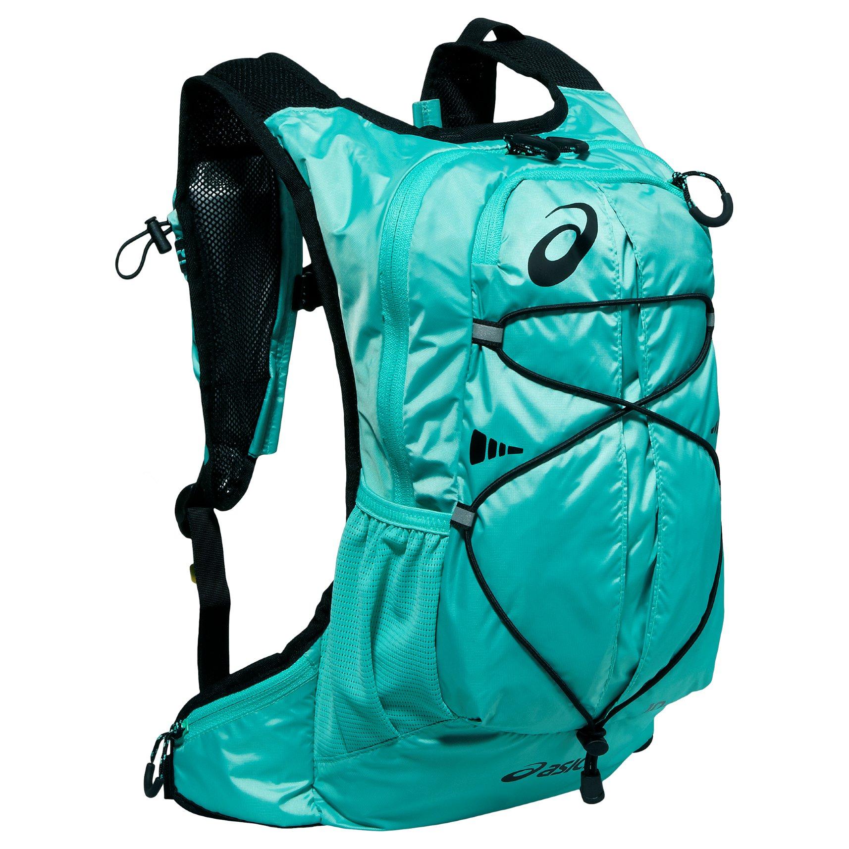 Asics рюкзак running backpack он несет её в рюкзаке