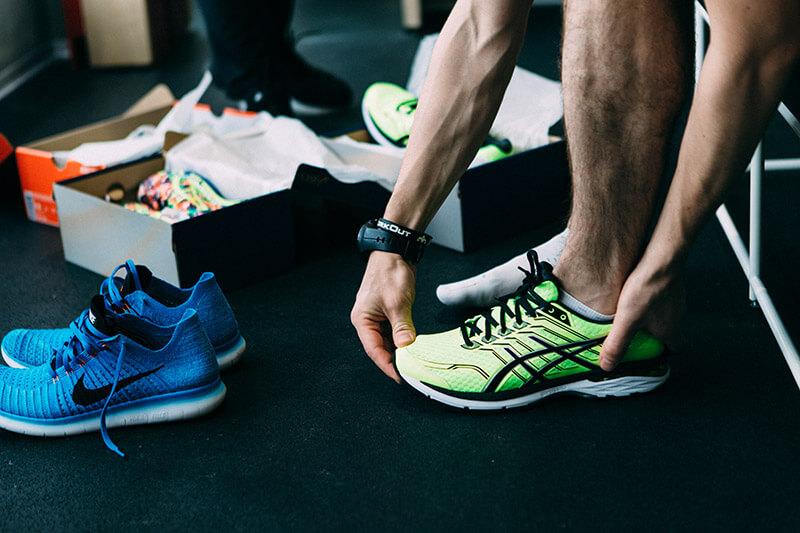 702de636 Но поможет подобрать кроссовки, которые прямо сейчас, после выхода из  магазина, дадут тренироваться, не перегружая мышцы и совершенствовать  физическую форму ...
