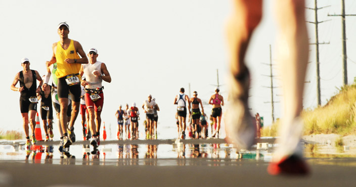 Беговой этап в триатлоне занимает около трети времени. Например, на  последнем Чемпионате мира по Ironman победитель бежал марафон 2 45 34 из  7 35 39 общего ... ab9802ce592
